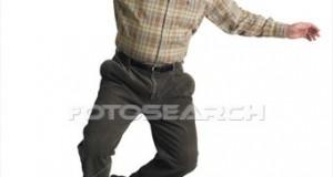 balding-anciano-saltos_~x17437935