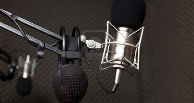 8584852-micra-fono-de-estudio-en-el-estudio-de-radio
